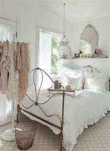 Chic walls which decorations fit shabby style room