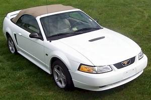 Crystal White 2000 Ford Mustang GT Convertible - MustangAttitude.com Photo Detail