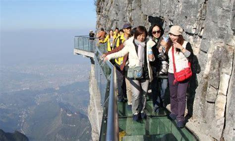 blackpool tower floor glass skywalk tianmen mtn hunan province china 4700
