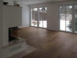 Moderne Tische Für Wohnzimmer : wohnbereich mit kaminofen und edlen holzdielen modern wohnzimmer k ln von xtraplan ~ Markanthonyermac.com Haus und Dekorationen