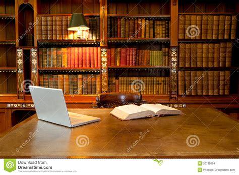 am駭agement bibliotheque bureau bibliothèque ordinateur et bureau images stock image 20785064