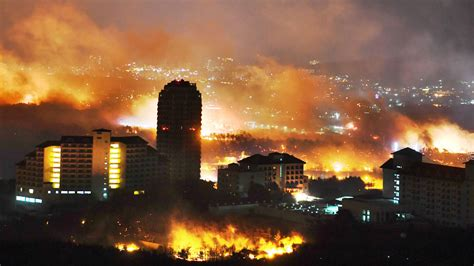 wildfire rips  south koreas eastern coast prompting