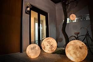 Ausgefallene Lampen Selber Bauen : luna mondlampe bringt mondlicht ins wohnzimmer ~ Markanthonyermac.com Haus und Dekorationen