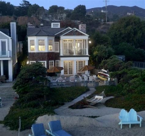 """I Want The Beach House From """"grace And Frankie,"""" Thanks"""