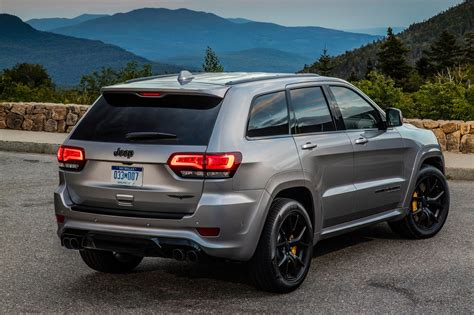 suv jeep cherokee 2018 jeep grand cherokee trackhawk first drive fastest