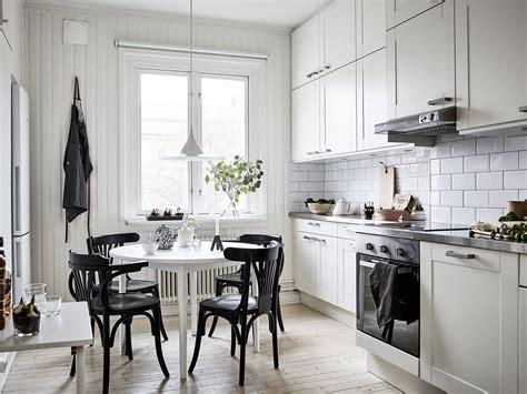 mesa blanca sillas negras blog tienda decoracion estilo