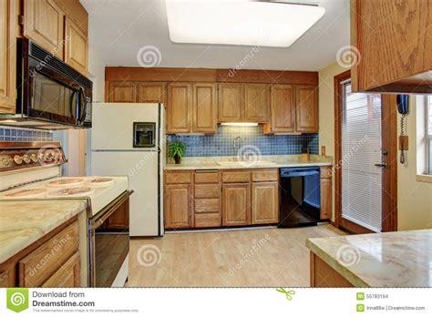 cuisine plancher bois cuisine simple avec le plancher en bois dur photo stock