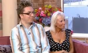 joan lloyd boy toy payudara selepas grandmother boob job finds junior jodoh bertemu besarkan after daily mail yang pembedahan