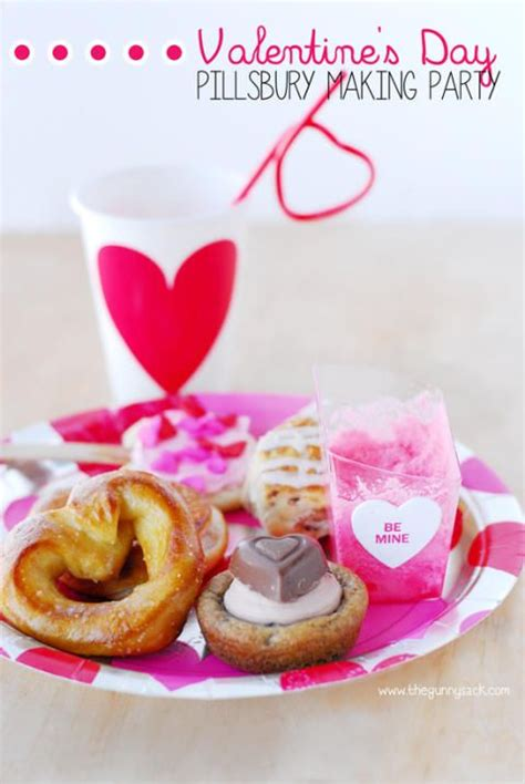 Valentine's Day Chocolate Dipped Pretzels are a wonderfully sweet way to show… | Valentines party food, Chocolate dipped pretzels, Chocolate covered pretzels recipe