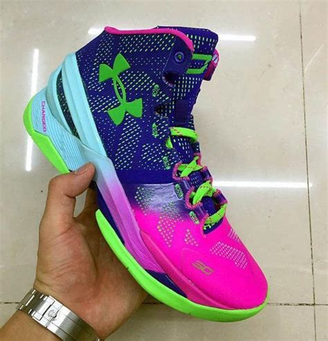 Jadikan game casino online tempat menghasilkan uang. Steph Curry Builds Sneaker Legacy on Second Under Armour Shoe | Under armour tennis shoes, Under ...