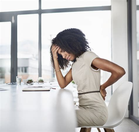 5 signs your back pain might be an emergency | Back and ...