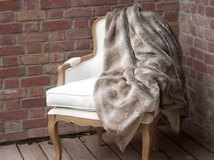 Plaid En Fourrure : plaid fausse fourrure loutre 140x180cm sweet ~ Teatrodelosmanantiales.com Idées de Décoration