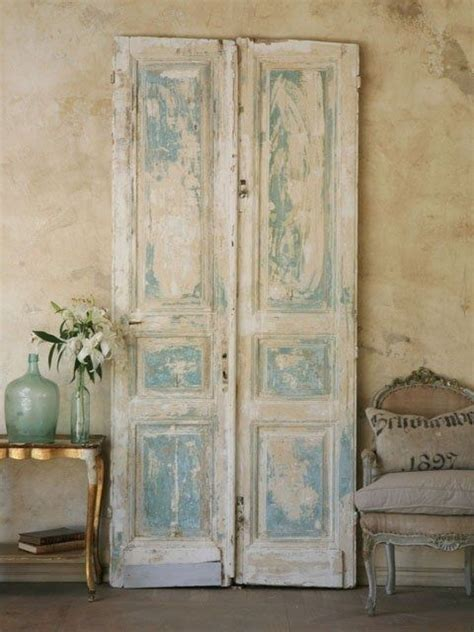 möbel im shabby chic 25 best images about salvaged doors on door headboards rustic country bedrooms and