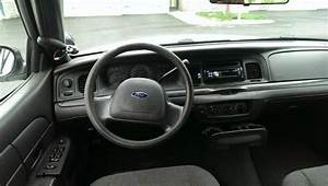 2003 Ford Crown Victoria - Pictures