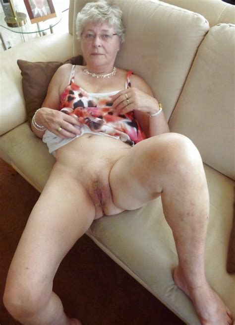 granny shows her mature vagina mature porn pics