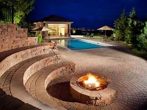 Gas Feuerstelle Outdoor : outdoor fire pit accessories hgtv ~ Michelbontemps.com Haus und Dekorationen