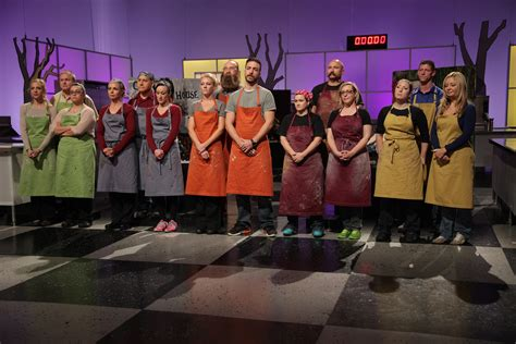 Halloween Wars Host 2015 by Food Network S Halloween Wars Is Back In An All New