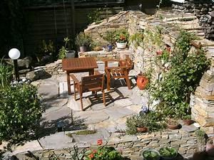 steinmauer mit sitzplatz nowaday garden With feuerstelle garten mit bonsai kitten