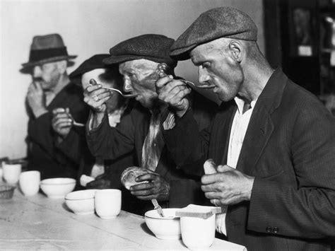Breadlineindepressioneranewyork  Soup Kitchens And