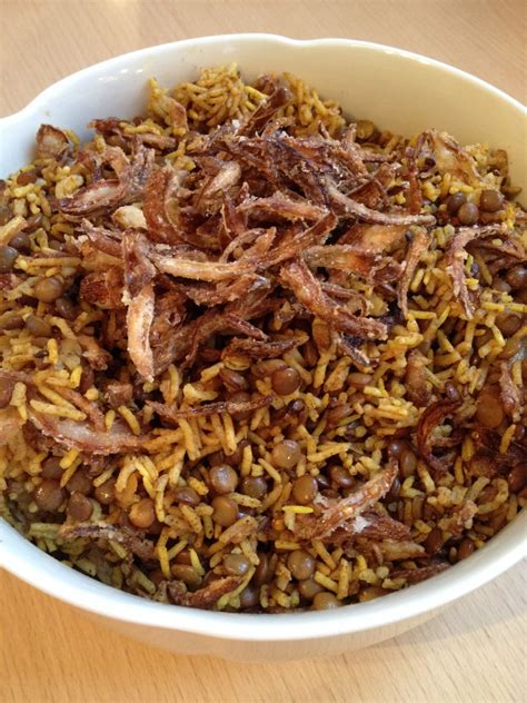 cuisiner un mont d or salade de riz et lentilles à l 39 oignon frit a table avec