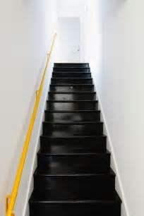Escalier Repeint En Noir by Peindre Escalier En Bois Couleur Noir Et Re Jaune Mur