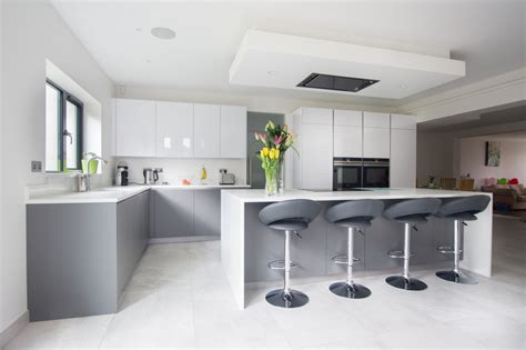 grey kitchens    rock   granite