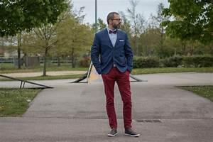 comment porter un pantalon rouge gentleman moderne With quelle couleur avec le bleu marine 1 comment porter le pantalon carotte nos conseils en photos
