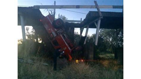 cal firefighters hurt  truck falls  bridge