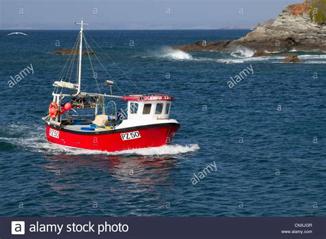 Small Fishing Boat Images by Small Fishing Boats Coming Into Harbor In Porthleven