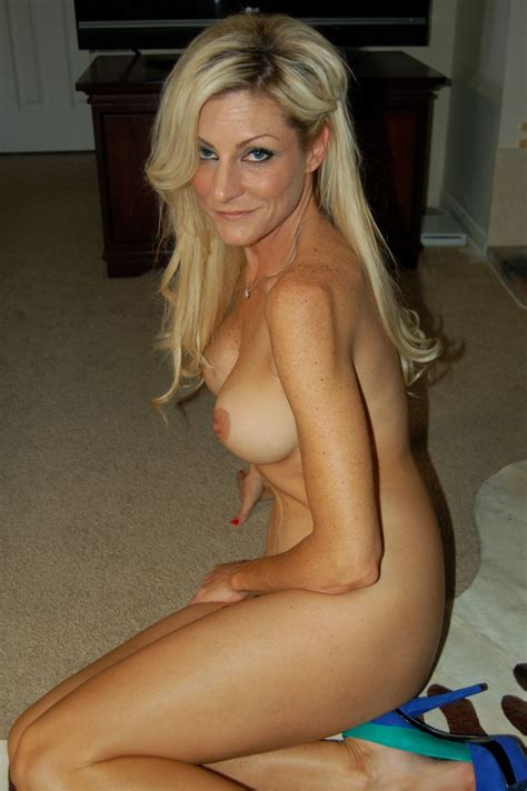 Blonde Milf Milf Luscious