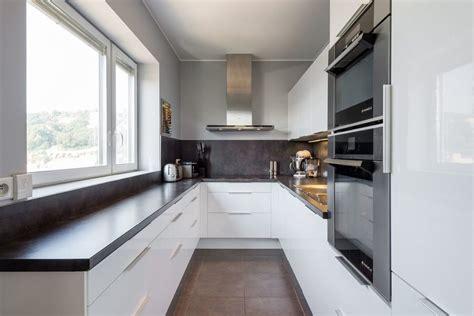 cuisine compacte design stunning lyon compact kitchen design with wooden bar