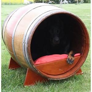 Niche D Intérieur Pour Chien : tonneaux niche pour chien juls design ~ Dallasstarsshop.com Idées de Décoration