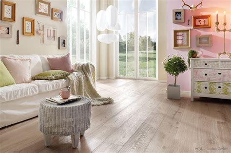 Wohnzimmer In Rosa & Beige
