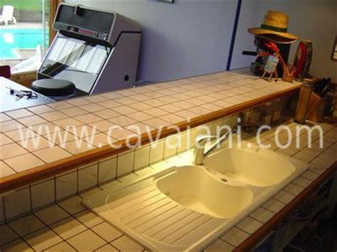 renovation cuisine plan de travail carrelage moderne faience listel escalier
