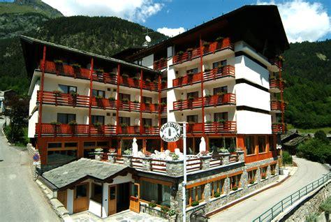 Hotel Italia Brusson  Hotel Italia Brusson. 5 Yue Hotel Shangri-La. Dolphin Hotel. Hotel Tropis. Gonluferah City Hotel