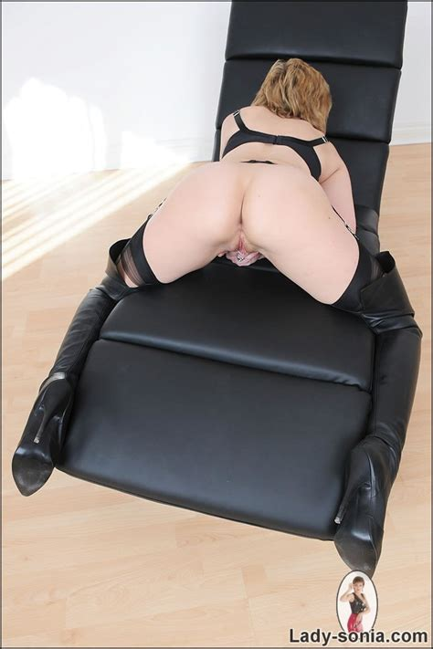 Thighboots british mature lady sonia spreading her cunt open - Pichunter