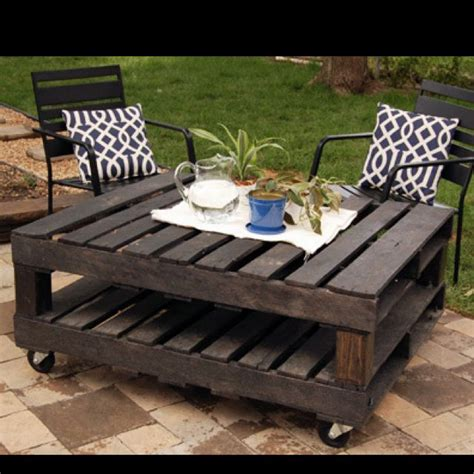 Furniture Made With Pallets by 25 Best Ideas About Pallet Table Outdoor On