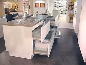 Küchen Mit Glasfront : h cker musterk che moderne k che mit glasfront brillantweiss ausstellungsk che in grimma ~ Watch28wear.com Haus und Dekorationen