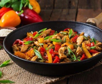 que cuisiner avec des poivrons wok de poulet poivron à l 39 asiatique recette de wok de