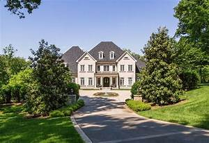 Kelly Clarkson39s Tennessee Mansion Is For Sale Simplemost