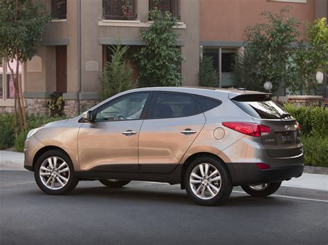 With its good looks and plenty of features, the 2012 hyundai tucson keeps pace in the compact suv field, but its tight interior and stiff ride may deter some buyers. 2012 Hyundai Tucson SUV