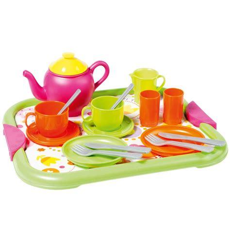 jeux pour cuisiner cette dînette contient le matériel nécessaire pour un bon repas les ustensiles pour cuisiner