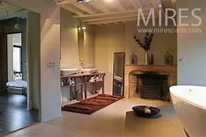salle de bains retro design avec cheminee c0787 mires paris With salle de bain design avec fausses cheminées décoratives