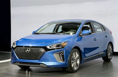 Hybrid And Electric Cars 2016 by Hyundai Unveils Ioniq Hybrid In And Electric Car