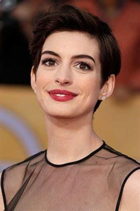 7 shag haircut ideas courtesy of anne hathaway selena gomez. 20 Best Anne Hathaway Pixie Cuts   Short Hairstyles 2017 ...