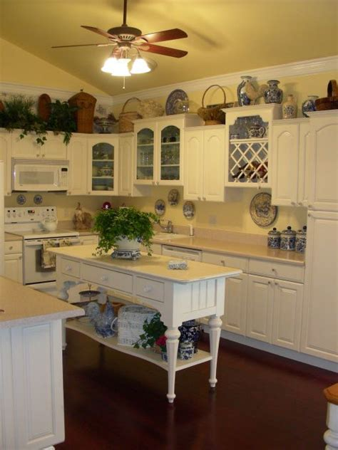 best country kitchen accessories best 25 small country kitchens ideas on 4441