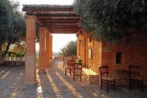 Eine mediterrane terrasse zaubern jonastone naturstein for Terrasse mediterran