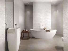 Il rivestimento bagno moderno di fap ceramiche orsolini