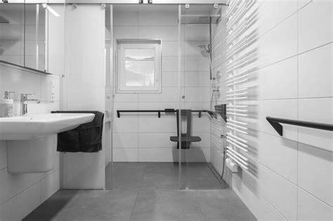 Badezimmer Wände Gestalten by Barrierefreies Bad Worauf Bei Der Planung Achten