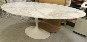 Table Marbre Ovale : table ovale modele dining table 78 design eero saarinen pietement laque beige de forme tulipe et pl ~ Teatrodelosmanantiales.com Idées de Décoration